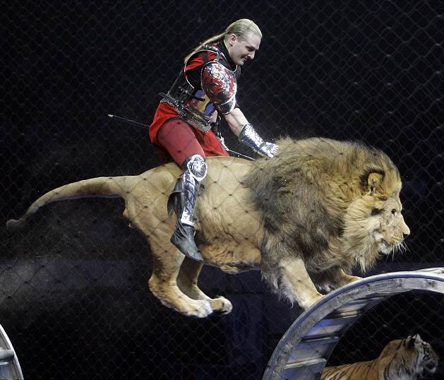 Man_riding_lion_2